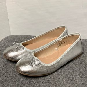 NEW Silver Pebbled Ballet Flat Bow Detail